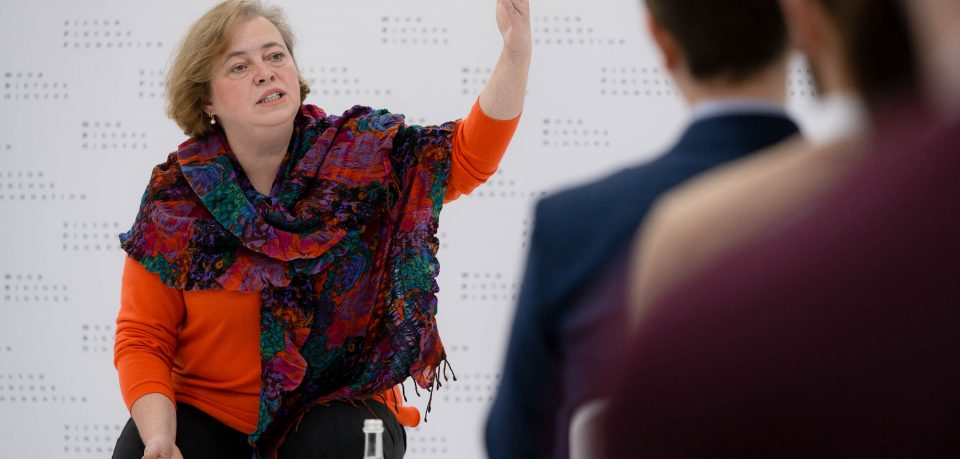 Головний редактор газети «Дзеркало тижня» Юлія Мостова, зустрілася зі стипендіатами освітніх програм «Завтра.UA» та «Всесвітні студії» Фонду Віктора Пінчука